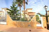 Stylish 3 Bed Villa With An Abundance of Outdoor Space  (9)