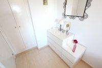 Attractive Top-Floor Apartment with Private Solarium  (12)