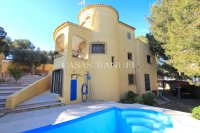 Sizeable 6 bedroom Villa with Private Pool