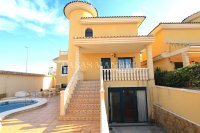 Large 5 Bed / 3 Bath Villa with Private Pool - Corner Plot.  (3)