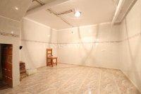 Spacious 2 Bedroom Townhouse - Large Internal Garage  (25)