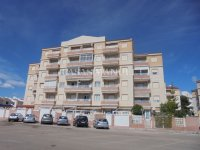 Roomy 2 Bed Apartment - Walking Distance to the Beach