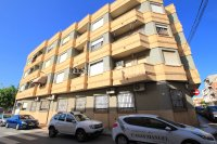 Reformed Top Floor Apartment 200M from the beach!