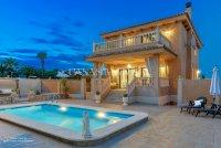 Luxury 5 Bed Villa in Central Quesada (36)