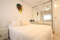 Roomy 2 Bed Apartment - Walking Distance to the Beach (2)