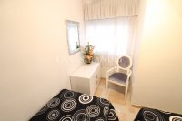 Roomy 2 Bed Apartment - Walking Distance to the Beach (8)