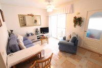 Roomy 2 Bed Apartment - Walking Distance to the Beach (6)