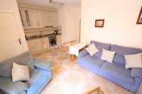Roomy 2 Bed Apartment - Walking Distance to the Beach (5)