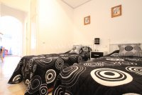 Roomy 2 Bed Apartment - Walking Distance to the Beach (3)