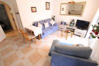 Roomy 2 Bed Apartment - Walking Distance to the Beach (1)