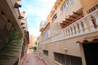 Roomy 2 Bed Apartment - Walking Distance to the Beach (4)