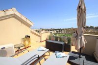 Stylish 2 Bed Top-Floor Apartment - Golf Course Views!  (16)