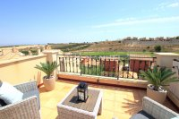 Stylish 2 Bed Top-Floor Apartment - Golf Course Views!  (18)