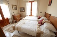 An Exceptionally Spacious 3-Storey Village Townhouse  (16)