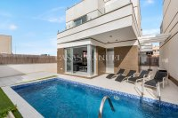 Stunning villa with private pool - close to all amenities! (14)