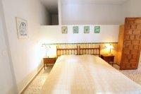 Large 4 Bed / 3 Bath Villa - Guest Apartment + Sea Views!  (33)