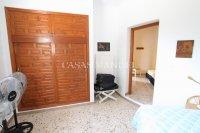 Large 4 Bed / 3 Bath Villa - Guest Apartment + Sea Views!  (35)
