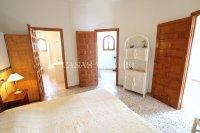 Large 4 Bed / 3 Bath Villa - Guest Apartment + Sea Views!  (36)