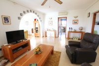 Large 4 Bed / 3 Bath Villa - Guest Apartment + Sea Views!  (17)