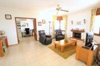 Large 4 Bed / 3 Bath Villa - Guest Apartment + Sea Views!  (16)