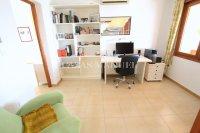 Large 4 Bed / 3 Bath Villa - Guest Apartment + Sea Views!  (18)