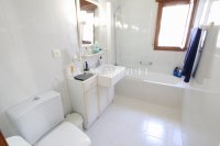 Large 4 Bed / 3 Bath Villa - Guest Apartment + Sea Views!  (28)