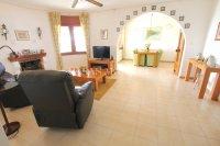 Large 4 Bed / 3 Bath Villa - Guest Apartment + Sea Views!  (19)