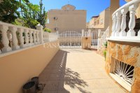 Large 4 Bed South-Facing Villa with Guest Accommodation  (6)