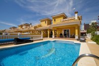 Luxury 4 Bed Villa - Large Plot and Sea Views!