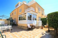 Bright and Spacious Property With Large Garden! (4)