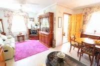 Bright and Spacious Property With Large Garden! (14)