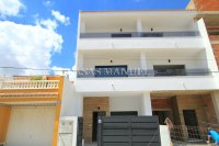 Luxury 4 Bed Village Townhouse With Garage - Key Ready!  (37)