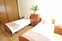 Wonderful South-Facing Apartment - Central Location! (7)