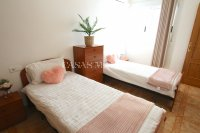 Wonderful South-Facing Apartment - Central Location! (11)