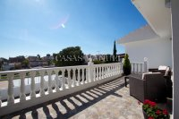 Los Balcones Villa with Double Garage and Self contained Apartment! (18)