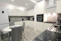 Beautifully Presented Townhouse - Designer Interior!  (3)