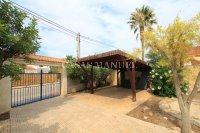 Charming 3 Bed / 3 Bath Villa With Pool + Garage (32)