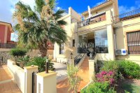 Charming Mediterranean-Style Townhouse - Sea Views!