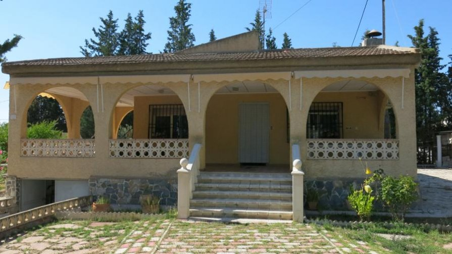 Lovely 3 Bed Villa with Pool and Gardens