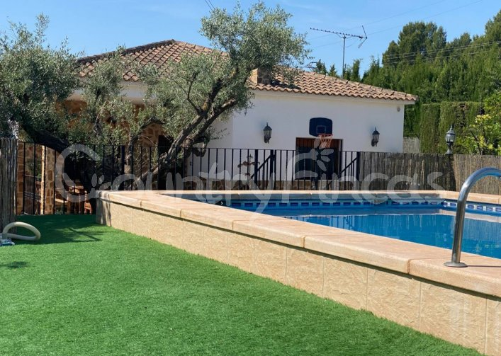 3 Bed 2 Bath luxury Villa With Beautiful Guest House