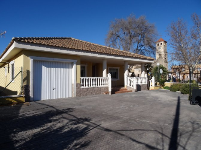 Detached villa on edge of village - reduced today!