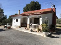 4 bed villa with pool great location