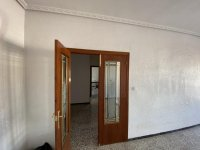 Walk-In Condition 1st Floor 4 Bed Apartment in Sax