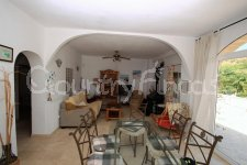 Lovely 3 Bed 2 Bath Finca with Guest House & Pool in Petrer