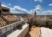 Gorgeous 5 Bed Townhouse in Cultural Heart of Sax
