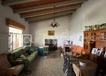 Lovely 3 Bed Villa in Sax