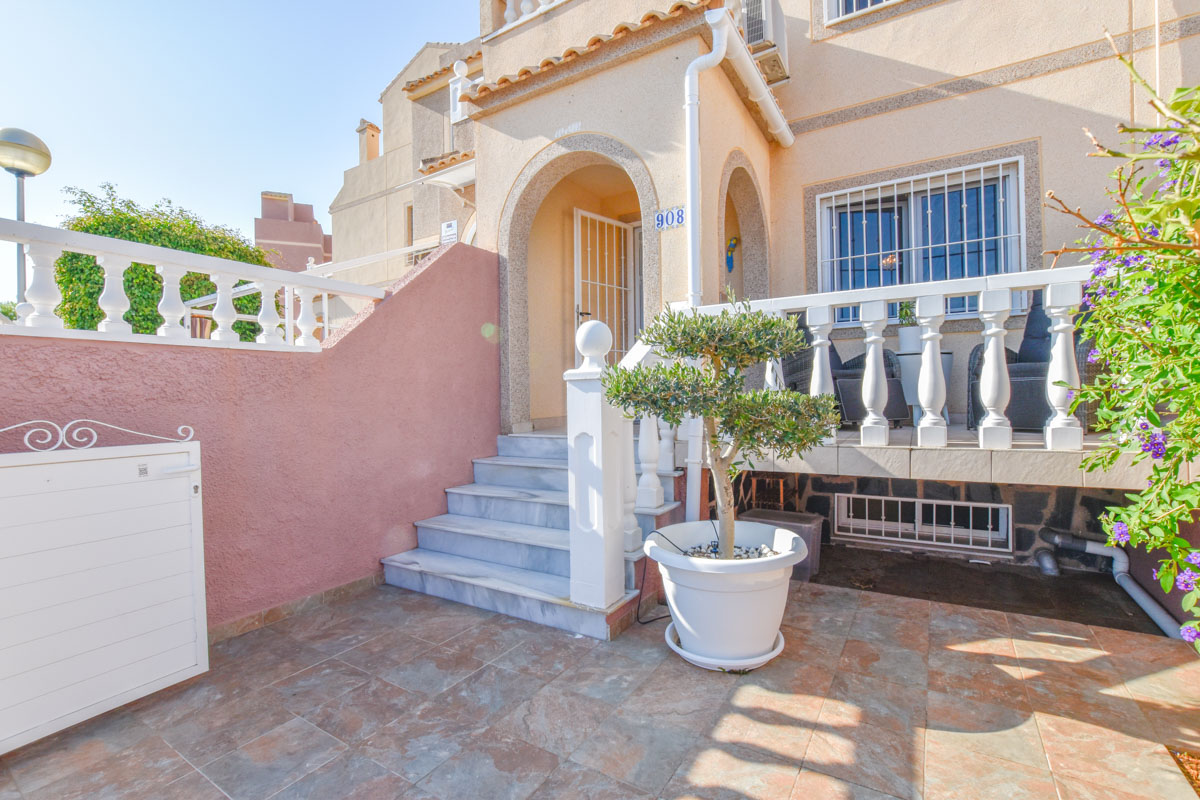 Ref:GA-85946 Townhouse For Sale in Gran Alacant