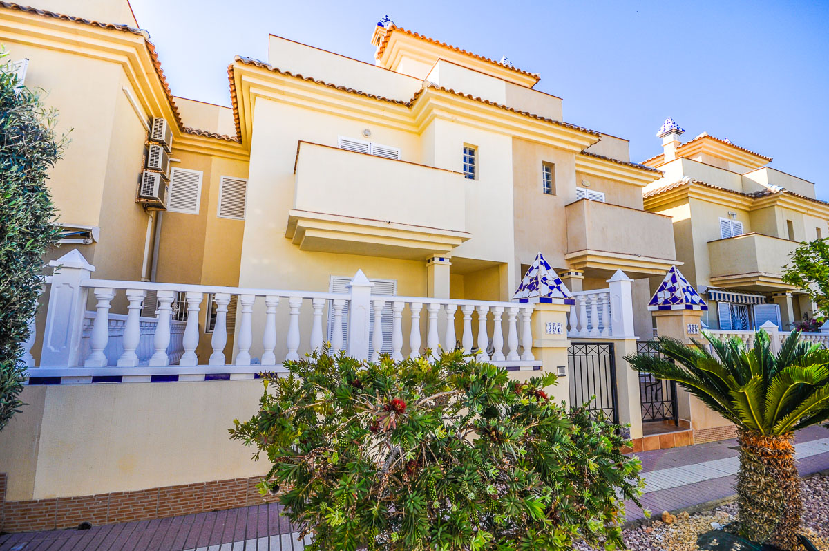 Ref:GA-26934 Townhouse For Sale in Gran Alacant