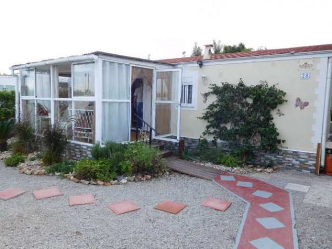 RS1046 Aitana Park Home with conservatory.