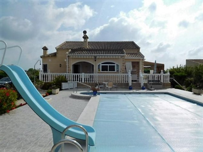 Fully legal villa in Callosa
